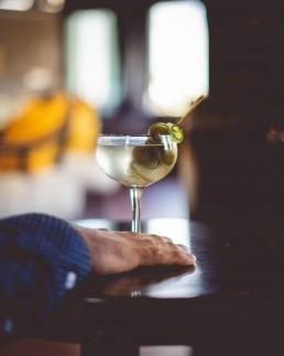 Lao Kombucha Cocktail, Romeos gin, olive, premium kombucha, quebec, canada, best kombucha